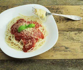 Spaghetti met tomaten-paprikasaus
